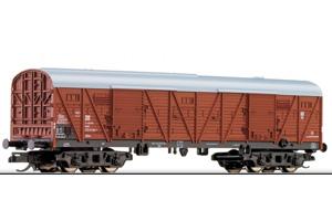 Крытый 4-х осный вагон